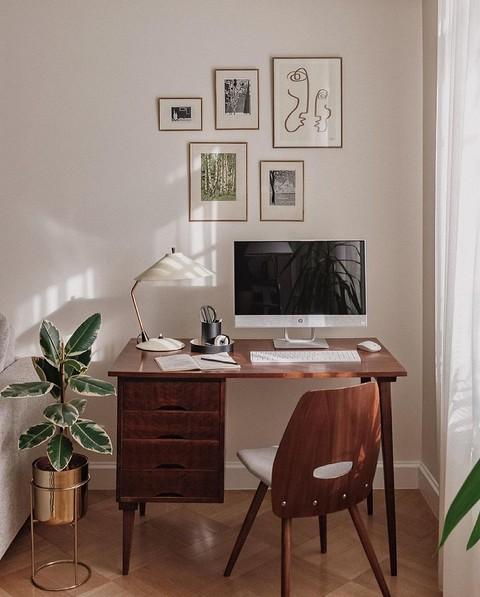 Удобный письменный стол с вмес&...
