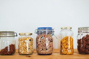 10 примеров декантирования на кухне (как хранить продукты красиво?)