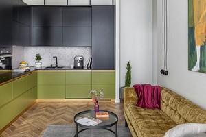 Квартира в Минске с черной спальней и цветной мебелью
