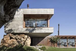 Дом на валуне: бразильский архитектор удивил своим решением