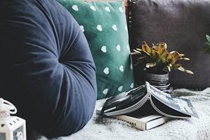 7 трендовых видов декоративных подушек, которые будут актуальными долго (30 фото)