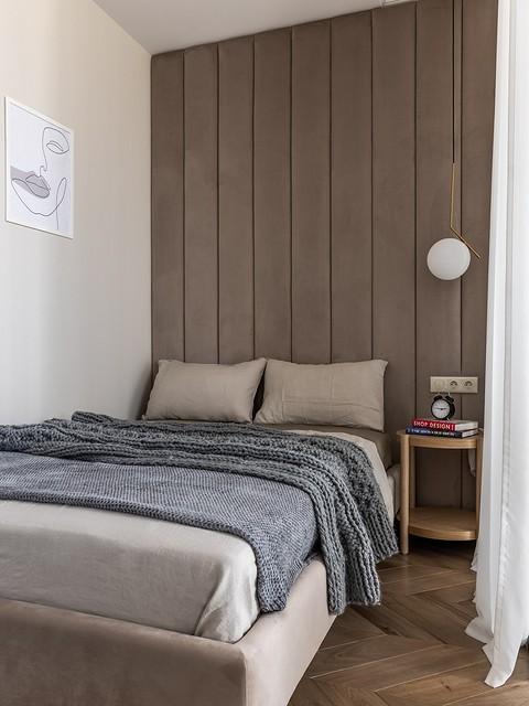 Стена в спальной зоне оформлен&...