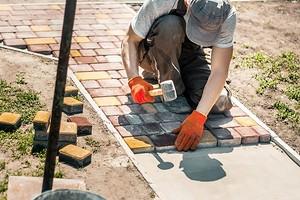 Как положить тротуарную плитку на даче: подробная инструкция