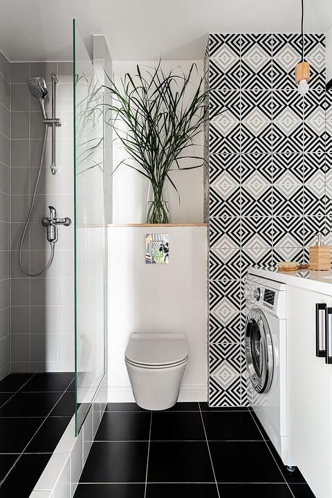 Ванную комнату оформили краск&#...