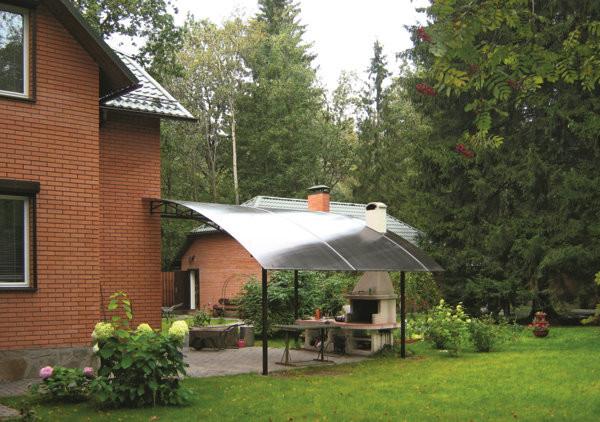 Навесы из сотового поликарбоната при проектировании загородного дома