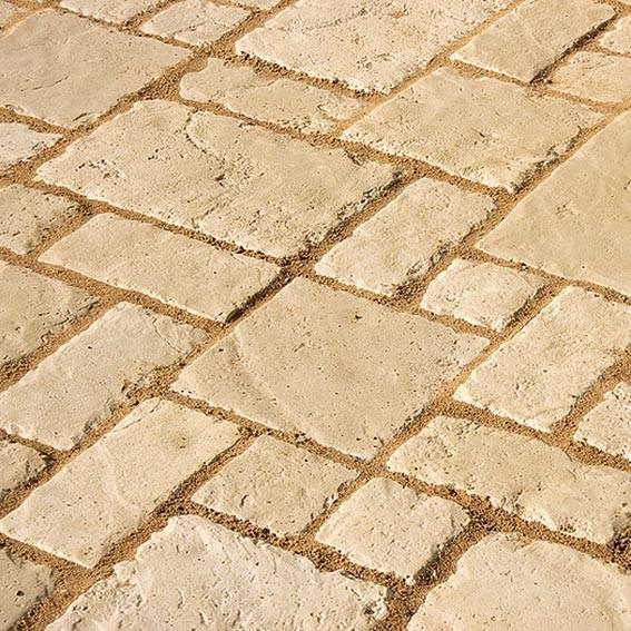 По булыжной мостовой: новый тротуарный камень