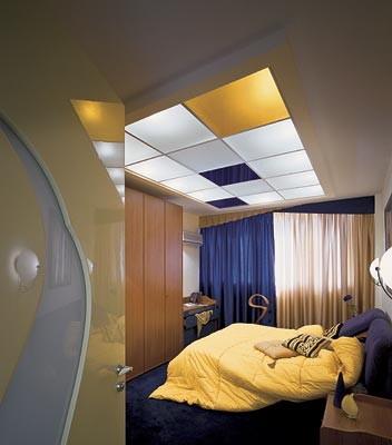 Витражный фонарь на потолке