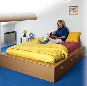 Двуспальная кровать со встроенными ящиками