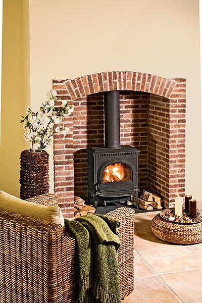 Твердотопливные печи-камины: формула тепла