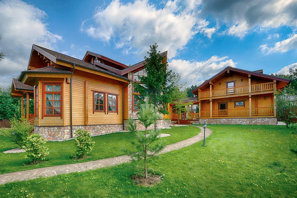 Дом из клееного бруса: выбираем качество древесины, производителя