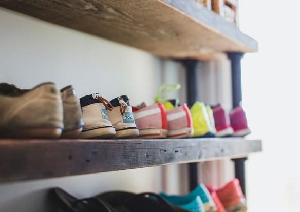 7 практичных и оригинальных решений для хранения обуви