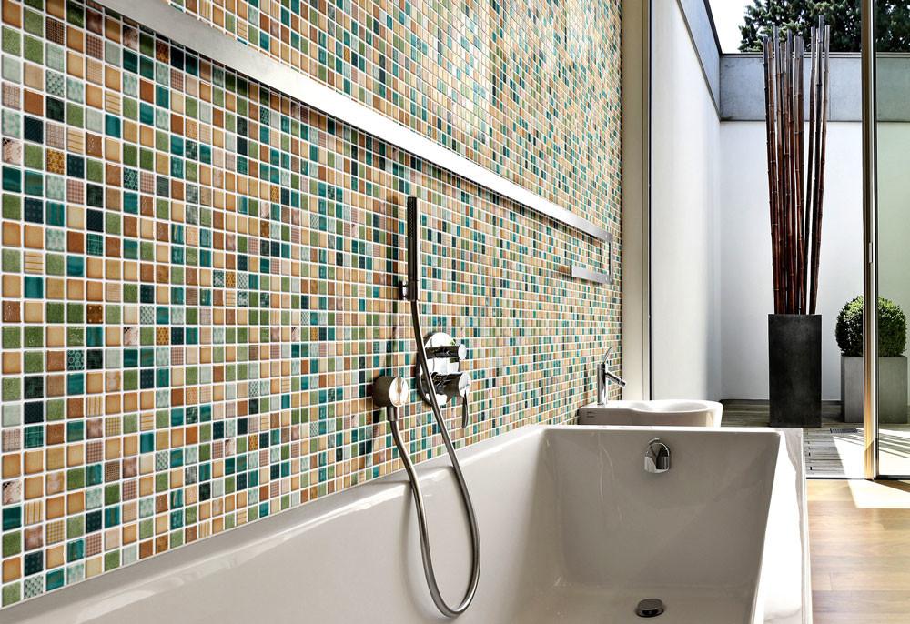 Как герметизировать стык между ванной и стеной: 3 популярных варианта