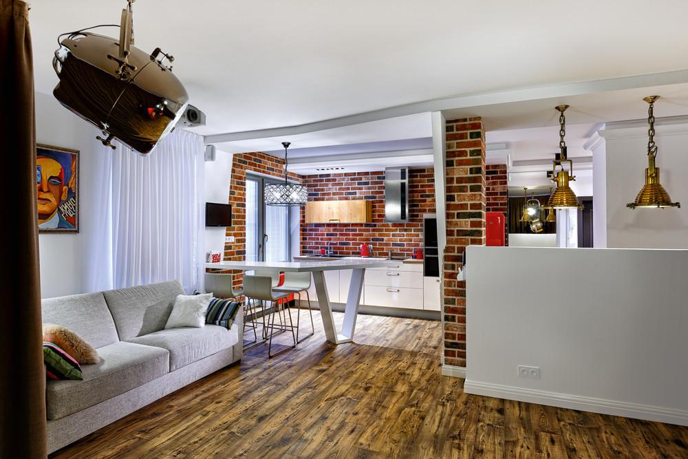 Квартира для холостяка: лофтовая эстетика и яркие акценты