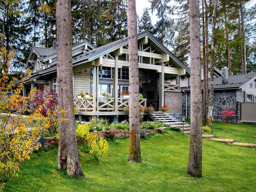 В тандеме: основной дом и гостевой коттедж в едином стиле