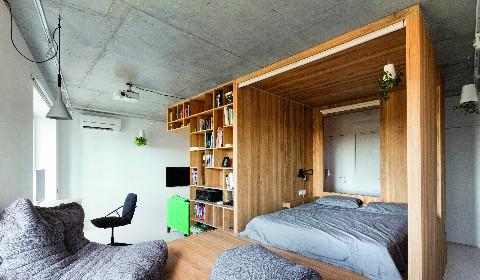 Подиум вместо стен: оригинальная планировка маленькой квартиры