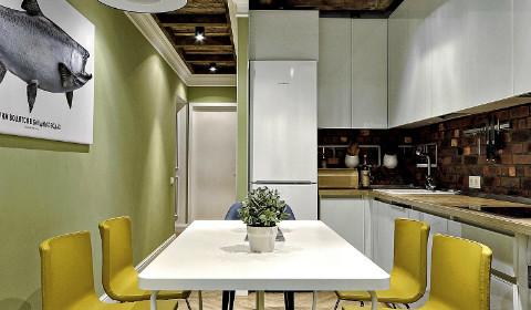 Дизайн узкой кухни: как визуально увеличить пространство