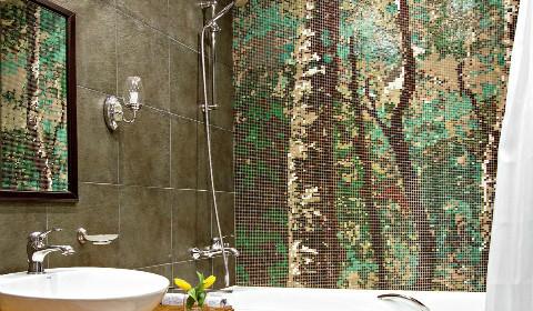Панно из мозаики в интерьере ванной комнаты