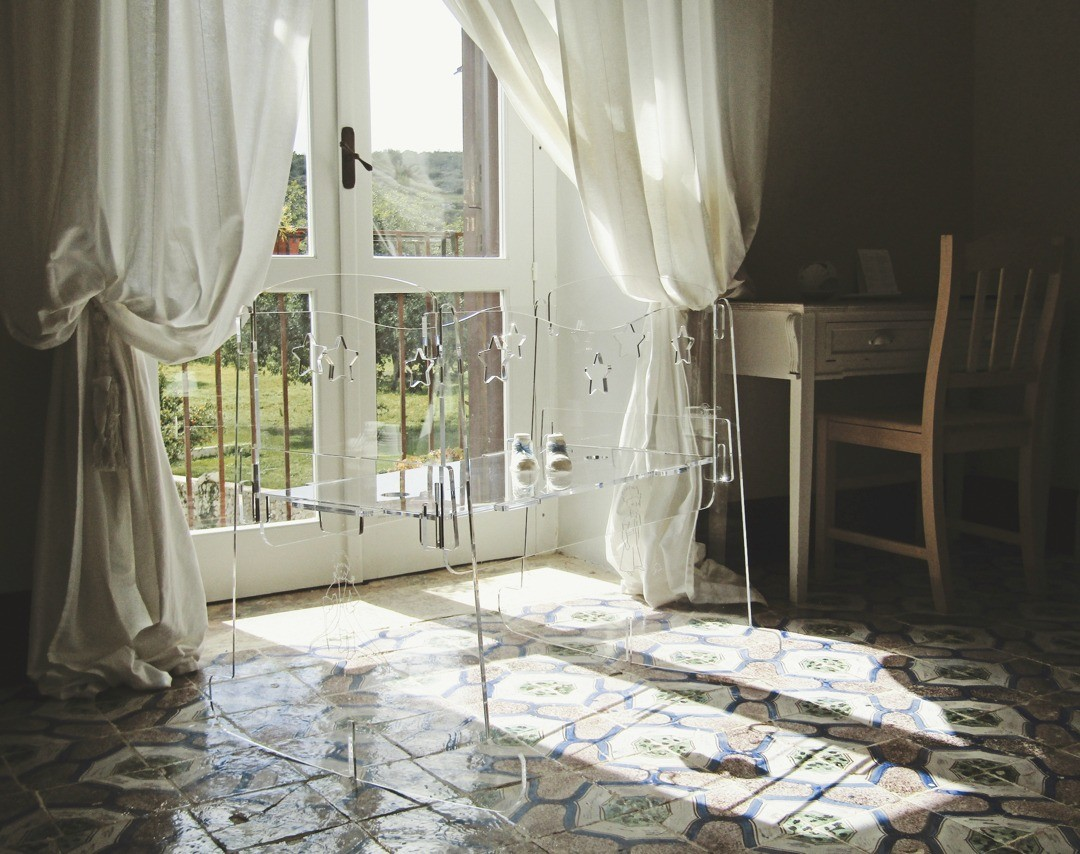 Прозрачная мебель: что нужно знать перед покупкой