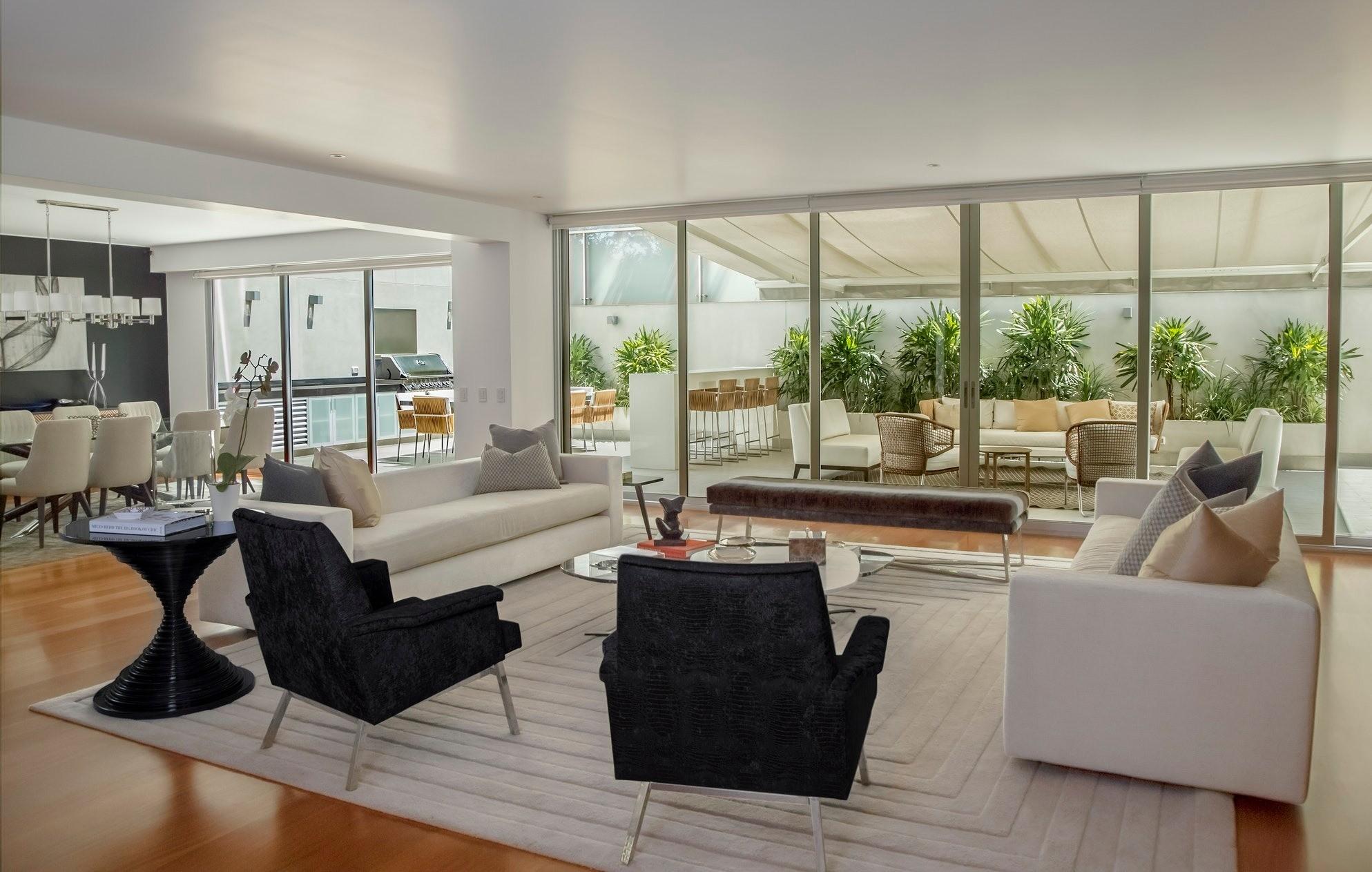 5 лучших способов расставить мебель в вытянутой гостиной
