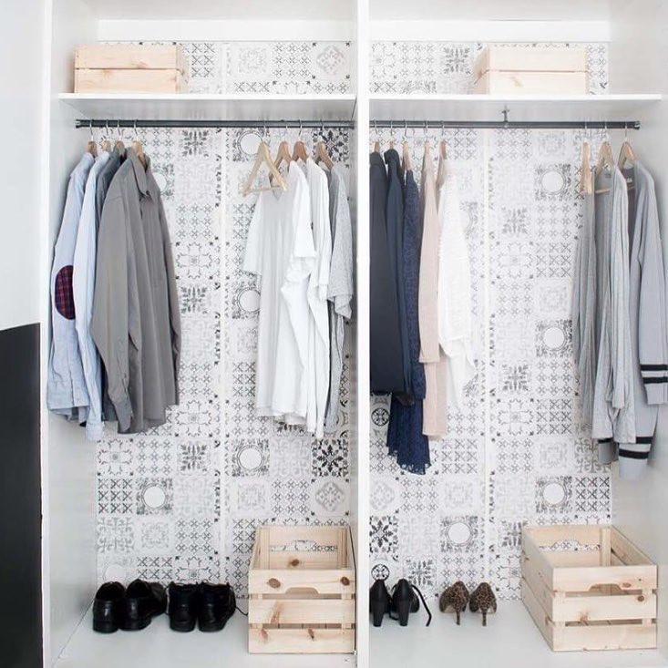 Гора домашних вещей, часть из которых не будет носиться, — это тоже хлам. И его нужно регулярно размусоривать.