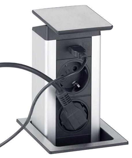 Подключите необходимые бытовые приборы и гаджеты в соответствующие отверстия выдвижной розетки