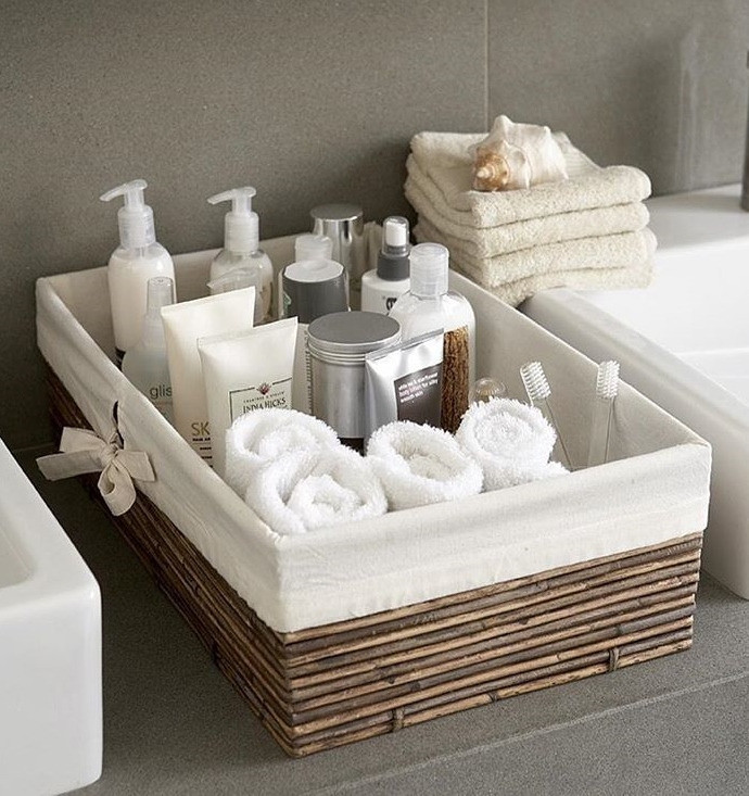 Убирайте все принадлежности в шкафчики или корзиночки подальше от мокрой зоны.