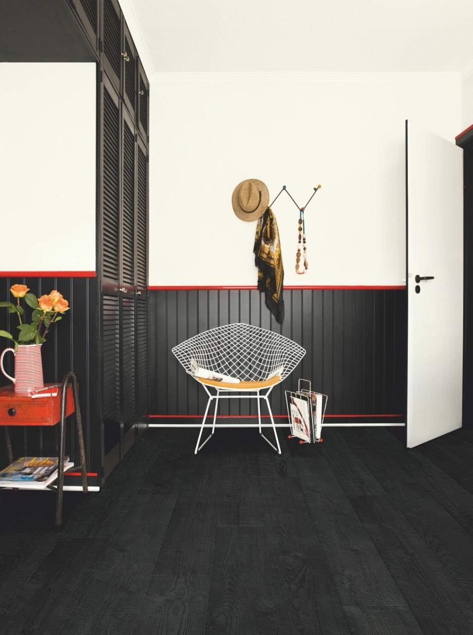 Quick-Step. Ламинат коллекции Impressive, дуб чёрная ночь, водостойкая технология Hydroseal, размер планки: 1380 × 190 мм, толщина: 8 мм