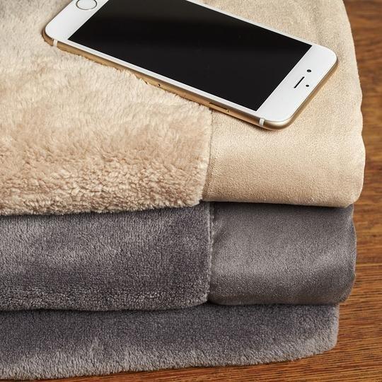Одеяло, которое очищает экран смартфона
