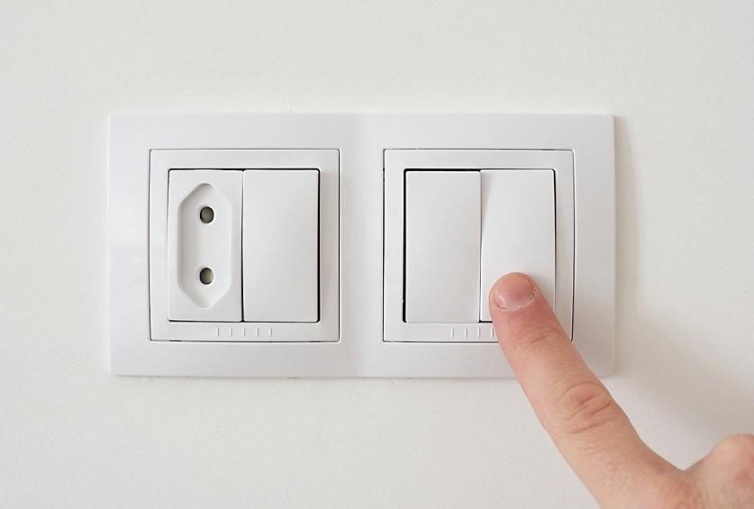 Удобный доступ к выключателям— важный элемент эргономичного интерьера. Также проверяйте перед покупкой плавность хода клавиш.