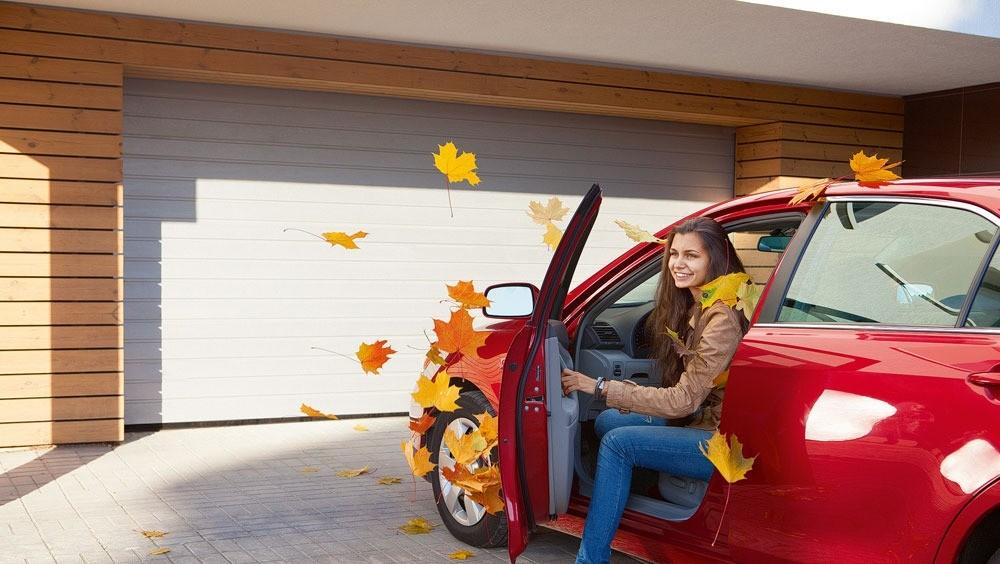 Комфорт круглый год: выбираем теплые ворота для гаража
