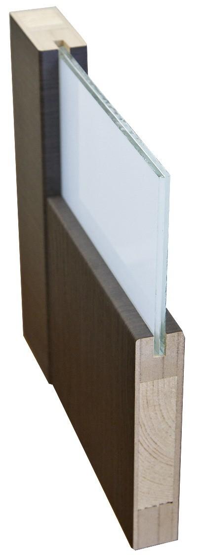 Стекло может вставляться враму с помощью штапиков или глухих пазов(как на фото). Первое соединение разборное, оно позволяет заменить стекло на месте. Второе неразборное: ремонт возможен...