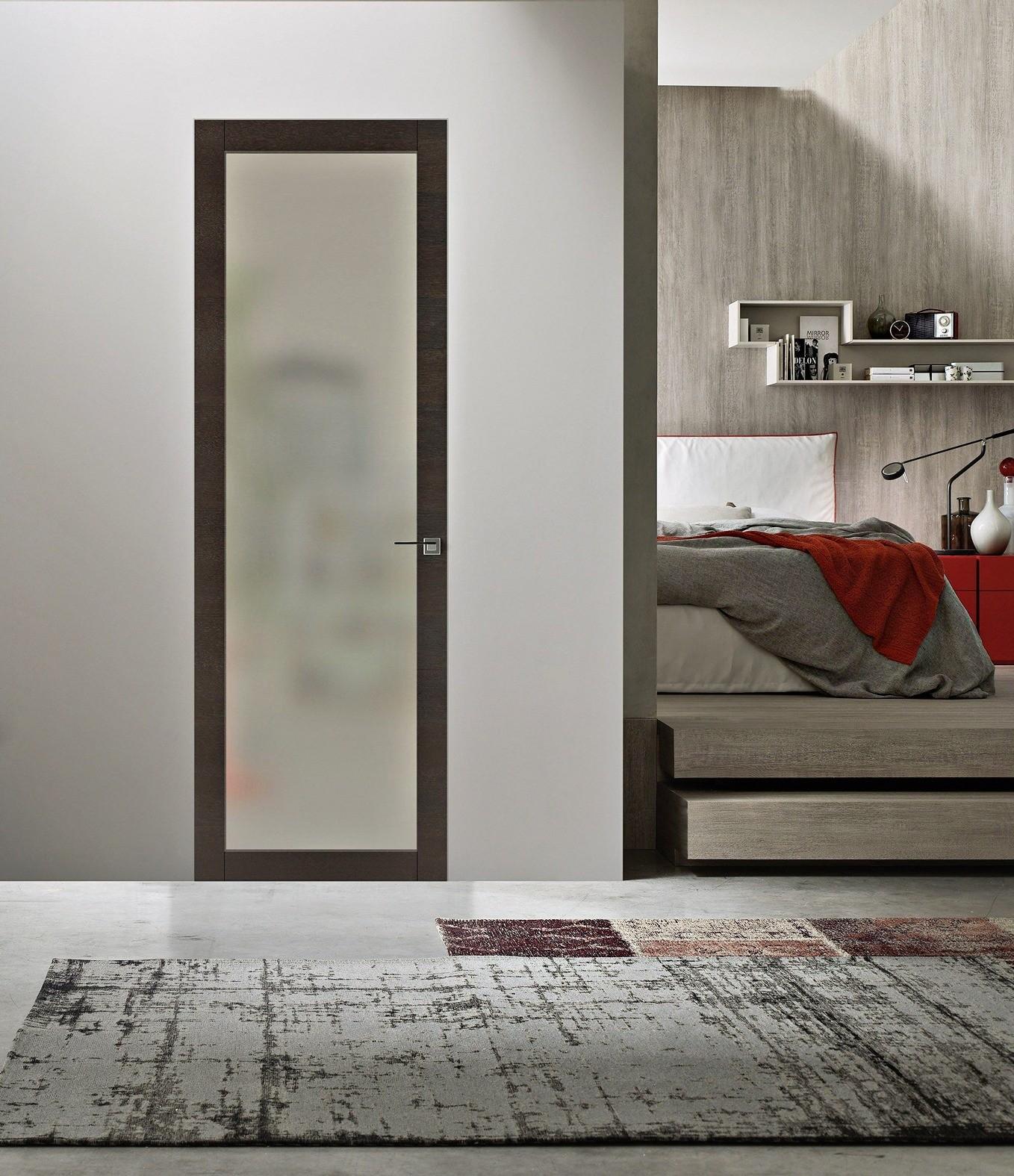 Матовое стеклоприменяется как в бюджетных сериях дверей, так и в авторских коллекциях итальянских дизайнеров