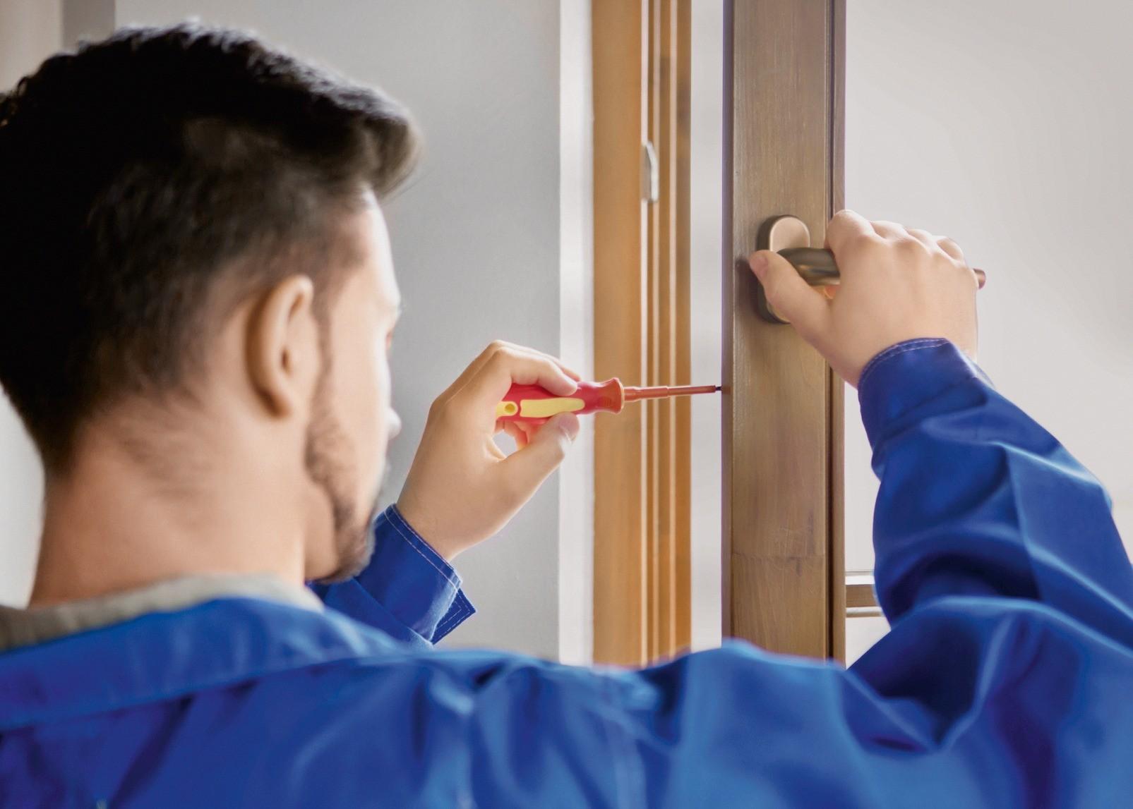 Эксцентриковые цапфы регулируют шестигранным ключом или отвёрткой, чтобы предотвратить продувание окна
