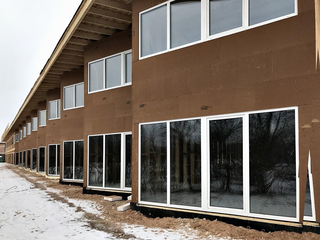 Обшивка блокхаусом или фасадной доской не обеспечивает эффективной ветровлагозащиты, поэтому под отделочным материалом должны располагаться специальный рулонныйматериал или плиты/панели...