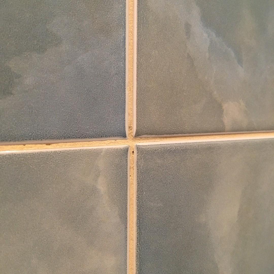Как удалить затирку из швов плитки: самые эффективные способы