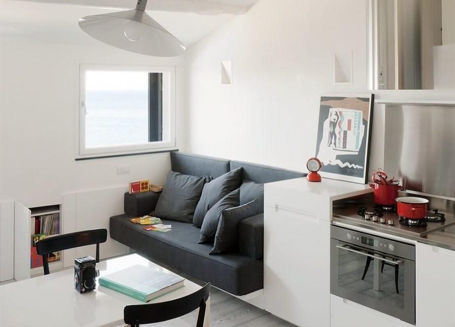 17 небольших кухонь, на которых нашлось место дивану
