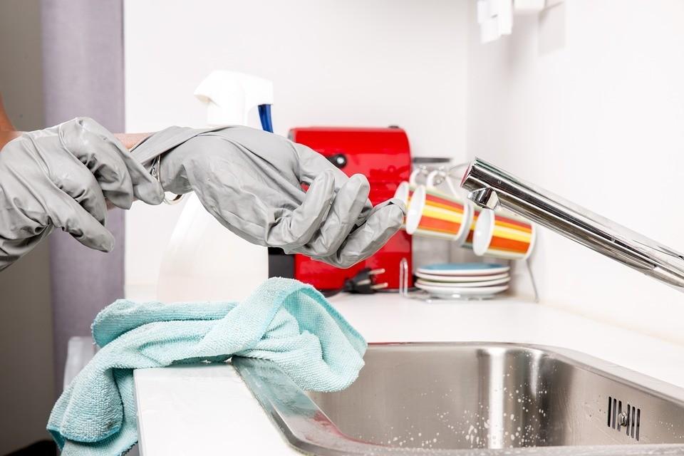 С помощью уксуса и соды легко избавиться от засоров