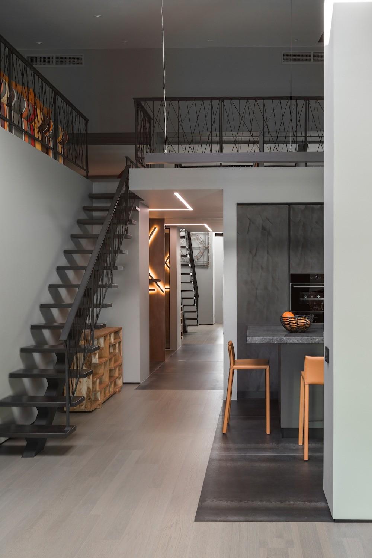 Двухъярусная квартира в стиле индастриал