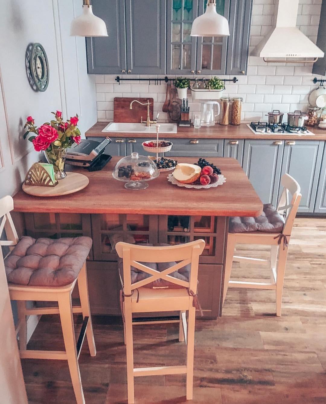 Кухонный остров не заменит обеденный стол, но вы можете его использовать вместо барной стойки