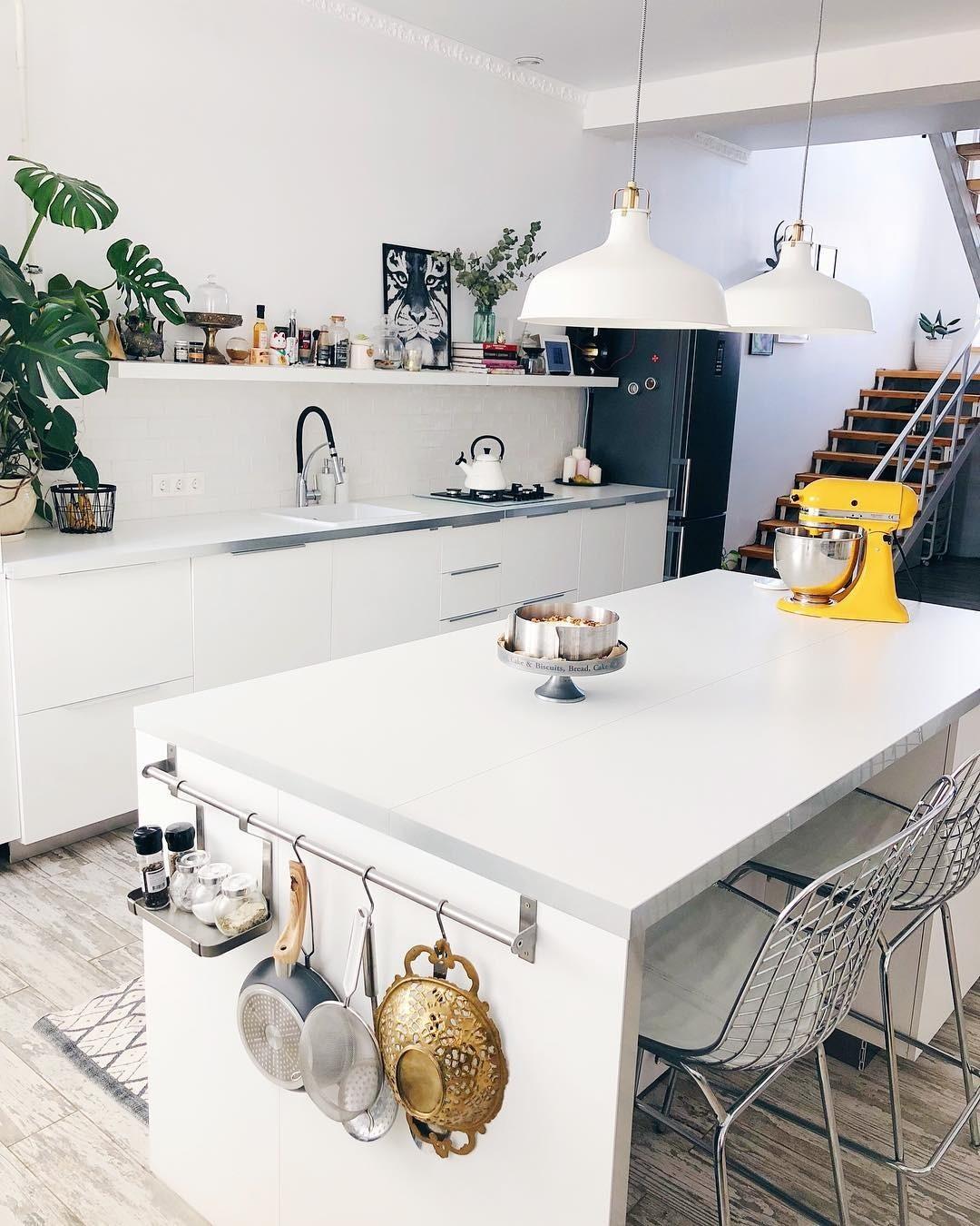 Кухонный остров как дополнительная рабочая поверхность
