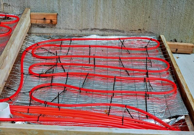 Не выдержаны  расстояния между нитками трубопровода (перегрев); трубы не в одной плоскости (могут быть воздушные пробки)