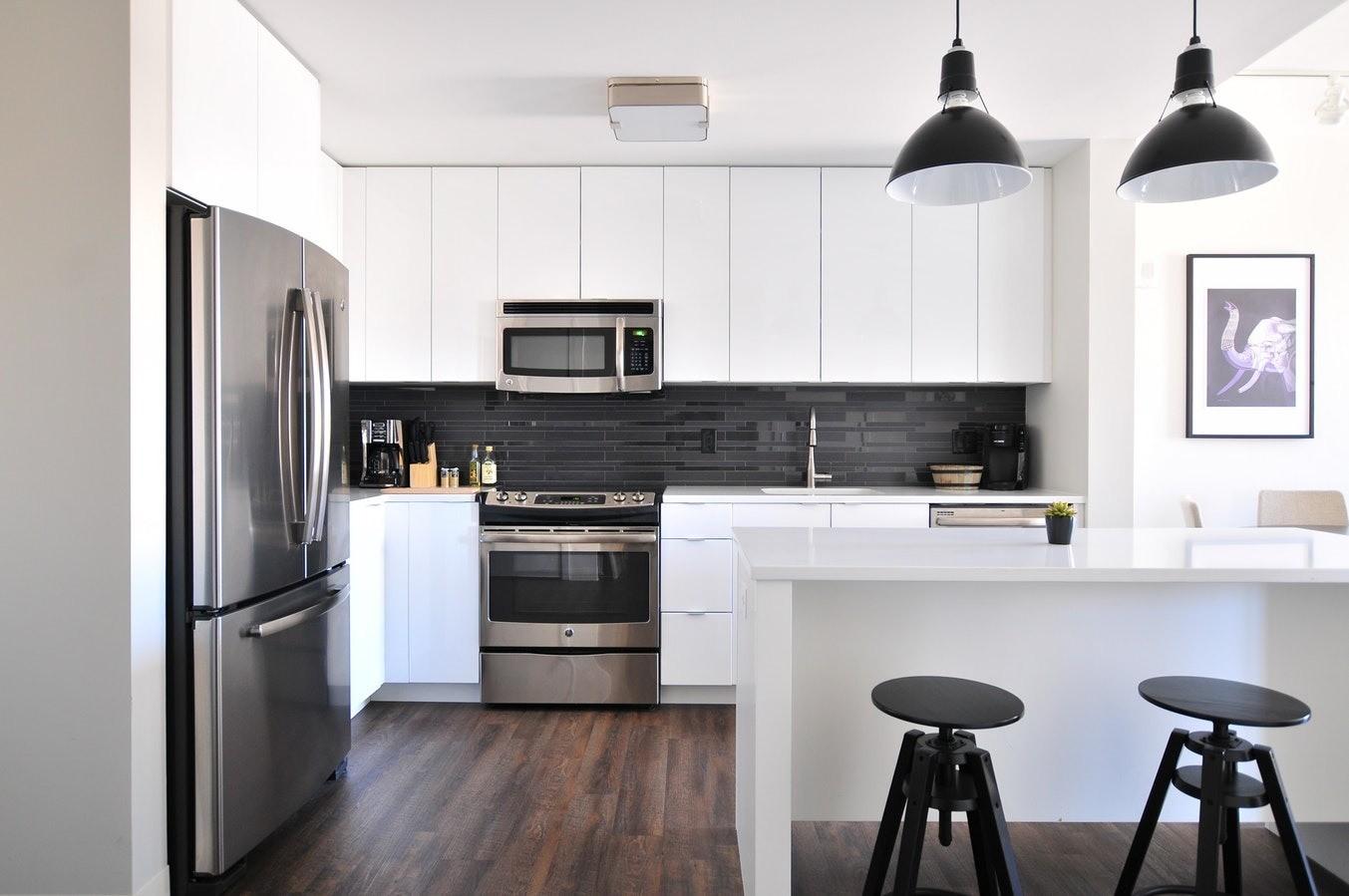 Кухонный остров: надоевший тренд или незаменимая мебель?