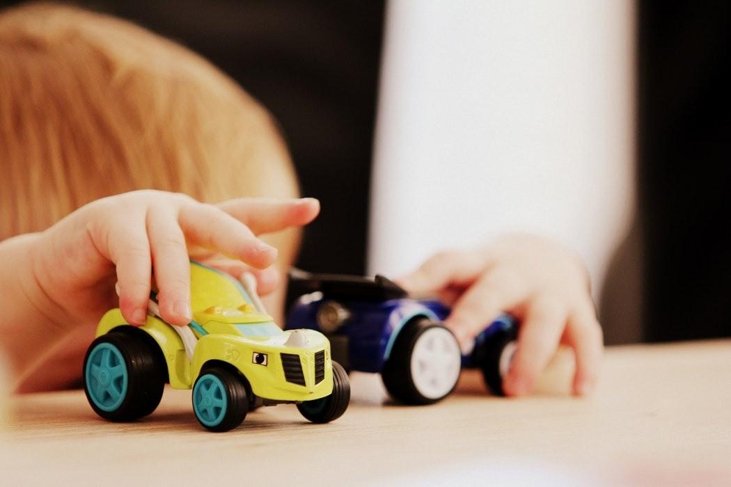Скажите ребенку, что играть можно только после уборки