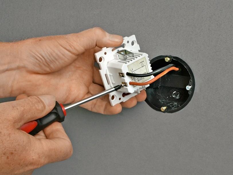 Монтаж диммера осуществляется в стандартную установочную коробку ине требует дополнительных работ