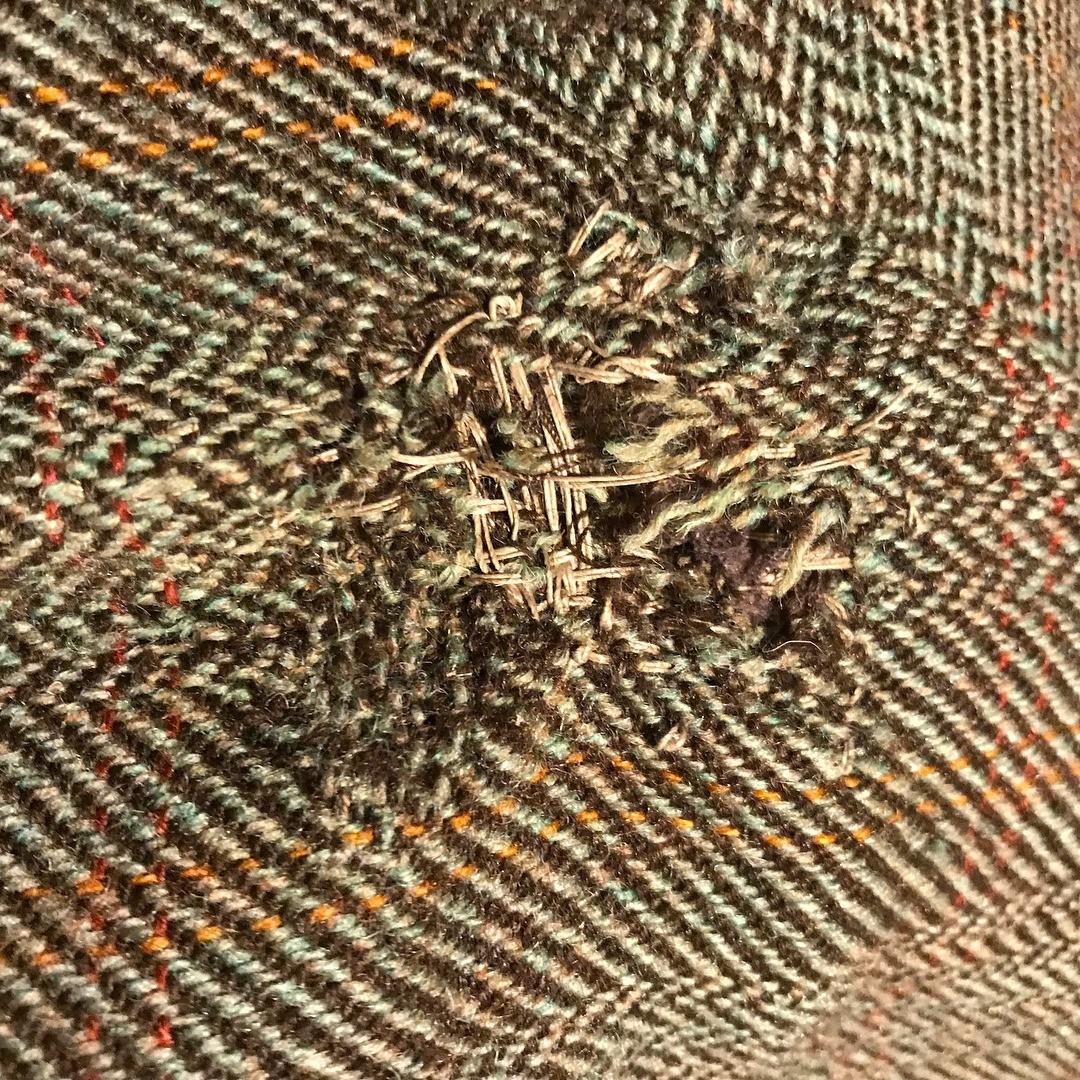 Пальто, поеденное молью
