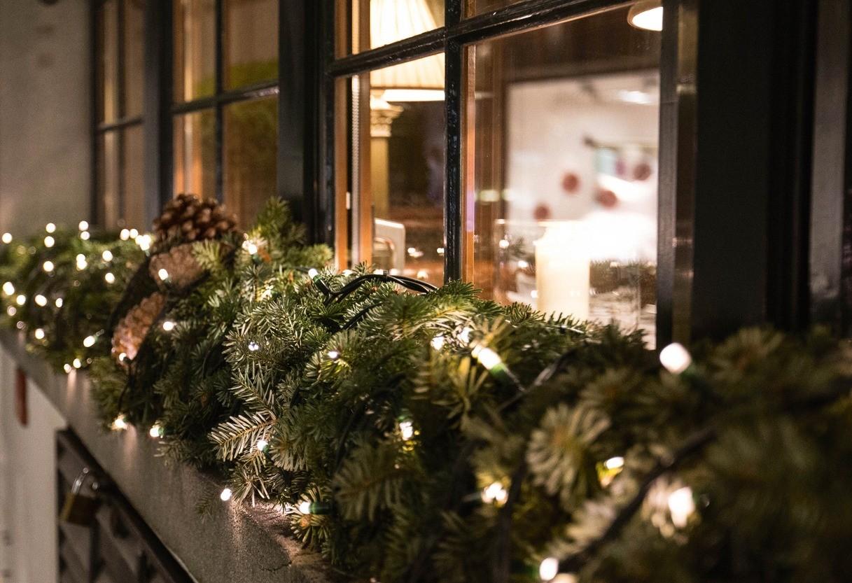Как сделать праздничную подсветку на даче