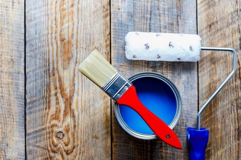 Чем покрасить вагонку на балконе: выбор материала и технология его нанесения