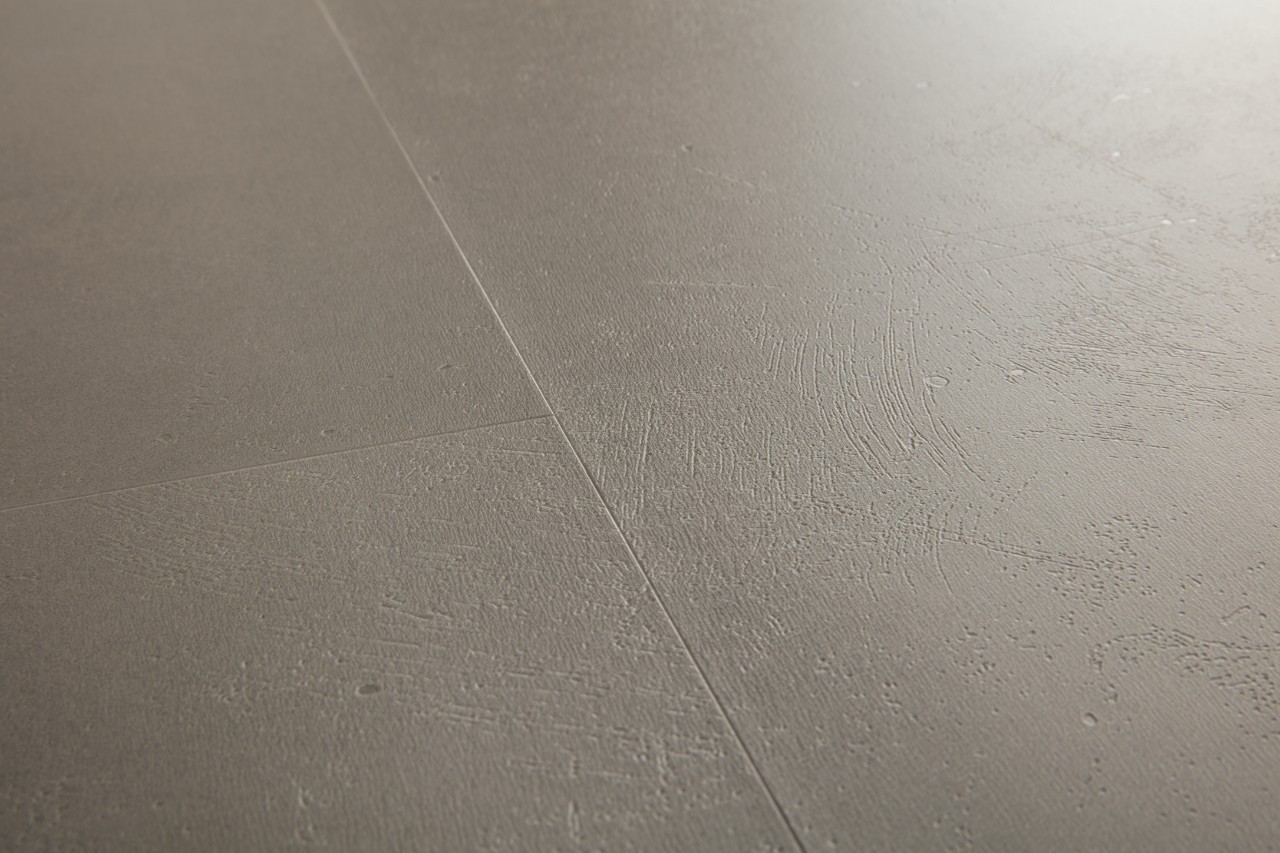 (AMCL40141) Quick-Step. ПВХ-плитка коллекции Ambient Click, шлифованный бетон тёмно-серый, метод монтажа: замок, размер планки: 1300 × 320 мм, толщина: 4,5 мм, гарантия: 20 лет