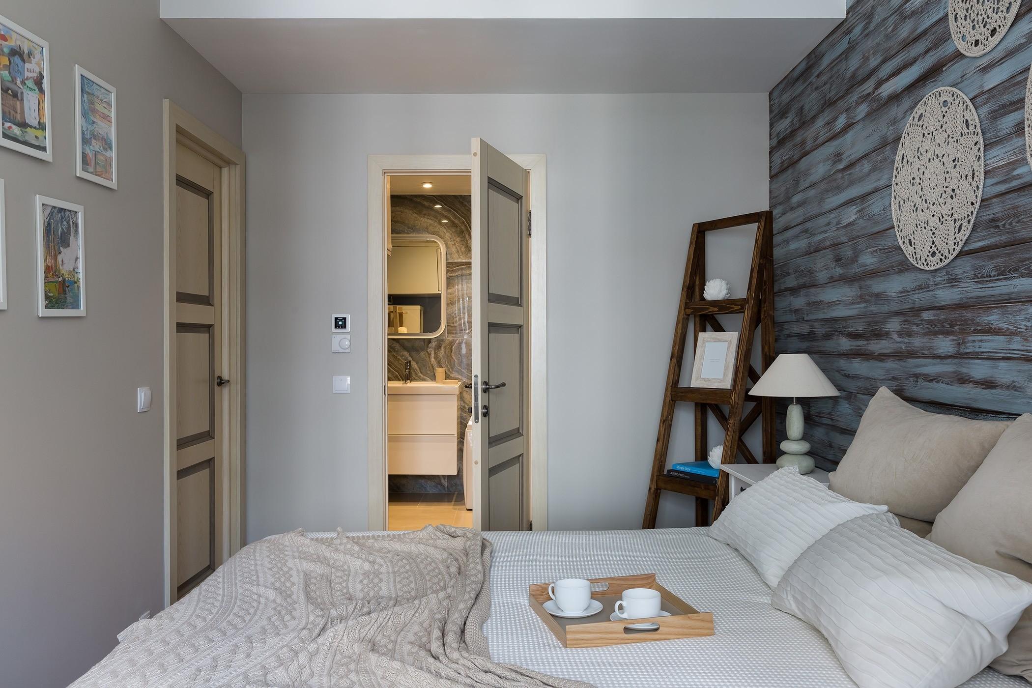 Уютная скандинавская трёшка с деревянной отделкой