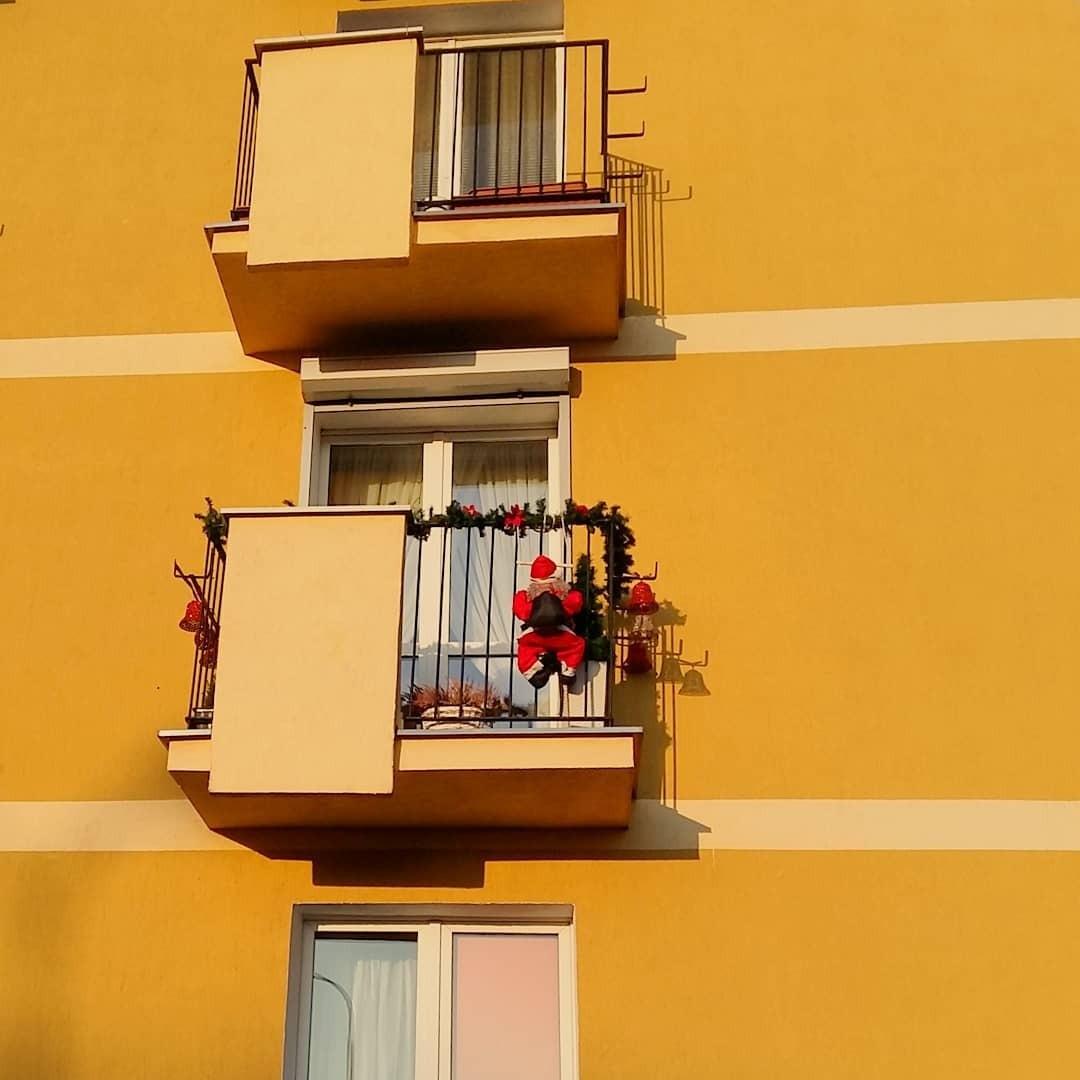 Чем отличается балкон от лоджии: особенности конструкций и нюансы перепланировки